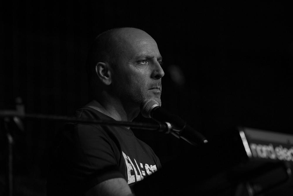 Michele Amadori in concerto a Firenze con la Rino Gaetano Band
