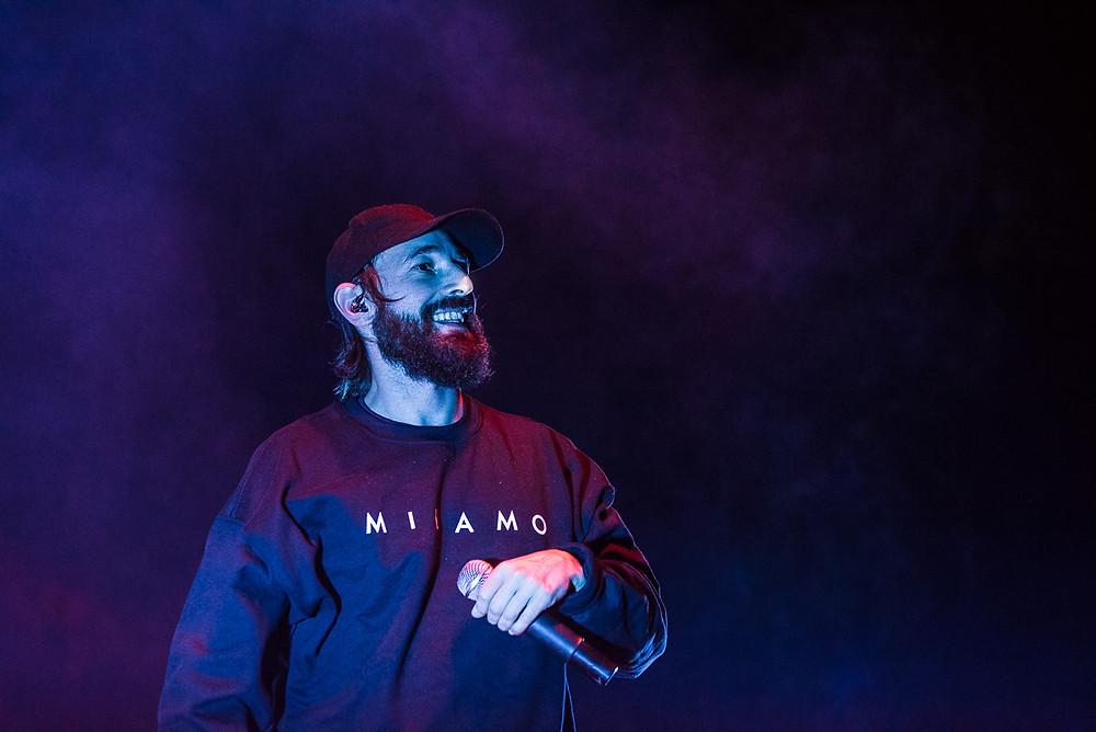 Fausto Lama fotografato in concerto ieri sera all'Arena Puccini