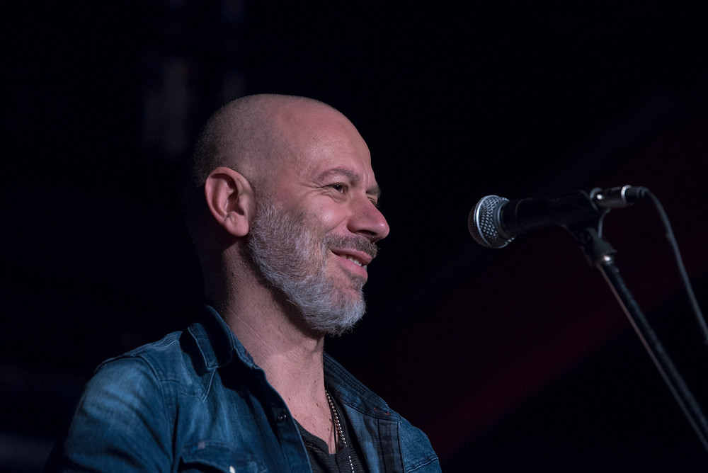 Ivan Almadori - voce e chitarra acustica