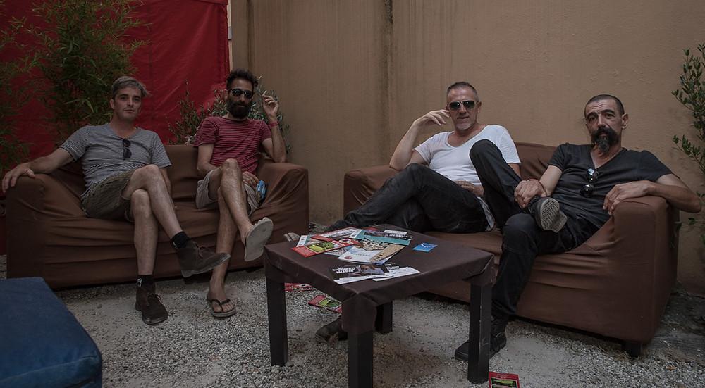 Una foto della band Casablanca al completo.