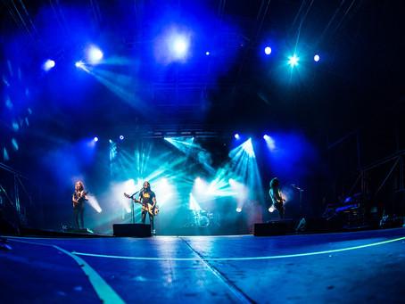 Il rock è vivo e lotta insieme a noi: la recensione del concerto degli Zen Circus a Prato