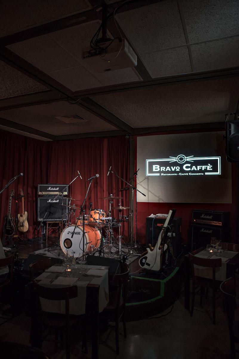 Un'immagine del palco del Bravo Caffè