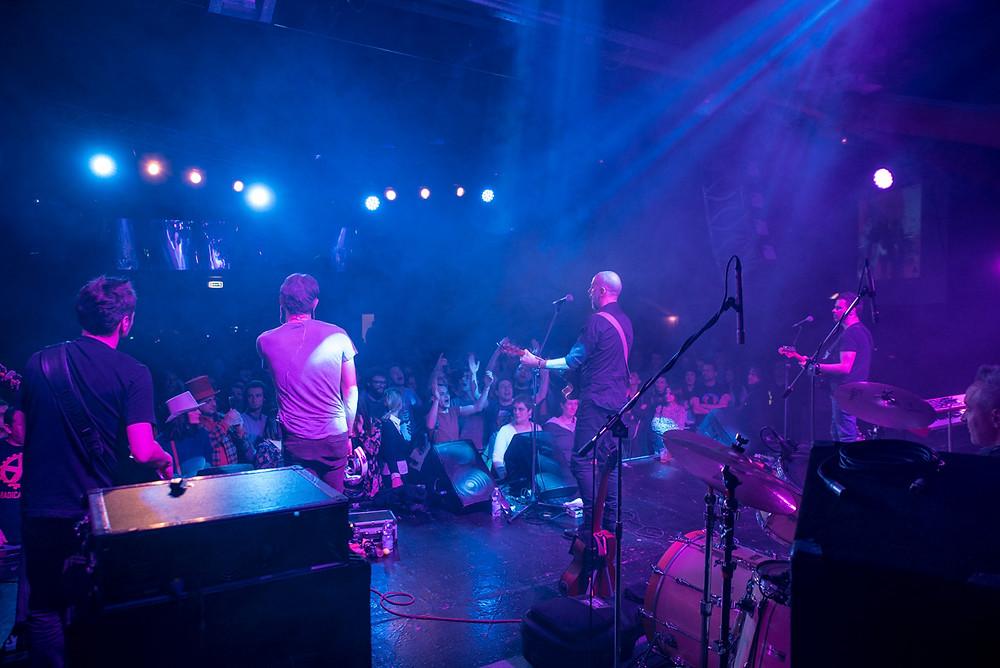Una foto dal palco della Rino Gaetano Band durante il concerto
