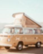 Винтажный бежевый фургон