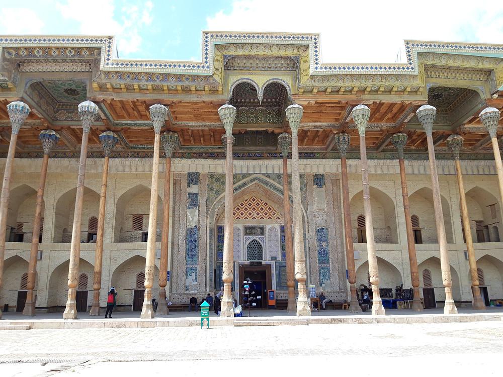 bolo_hovuz_mosque_pillars