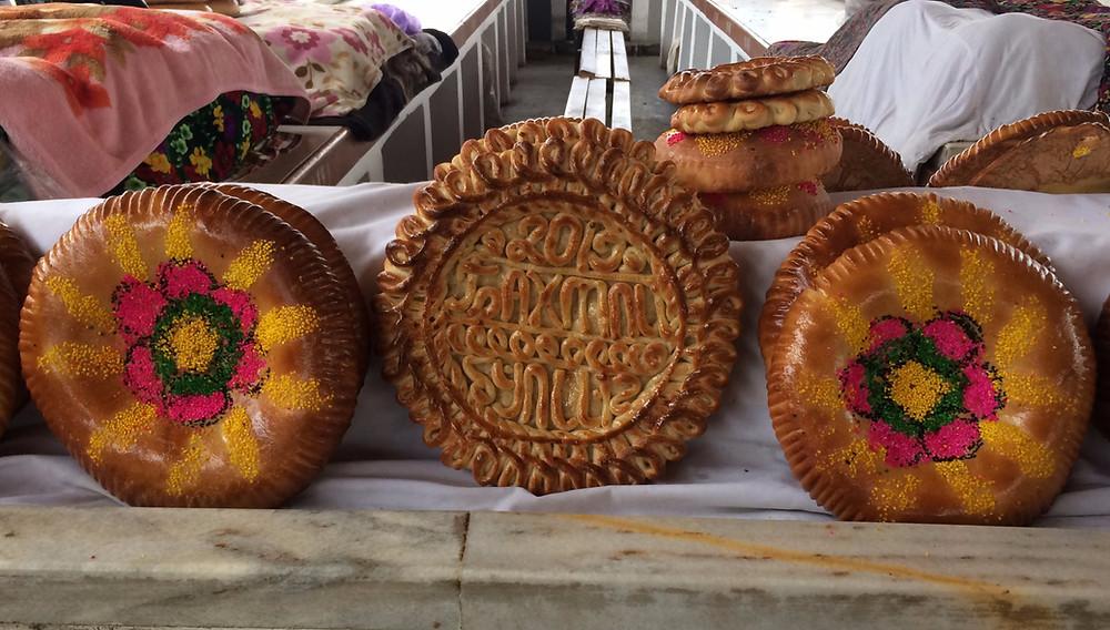 uzbekistan_decorated_bread