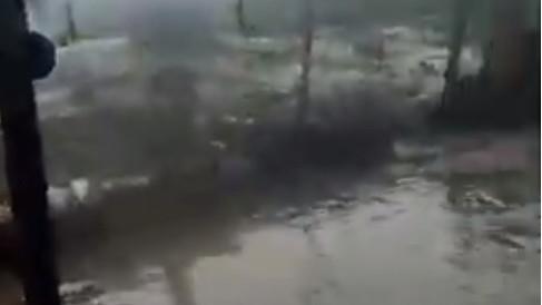Starke und beängstigende Flut  in Tembisa