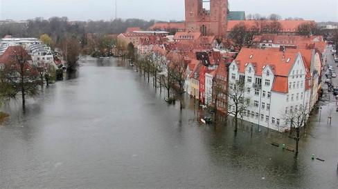 Schwerer Sturm verursachte Überschwemmungen in Deutschland und Lübeck. Zusammenstellung