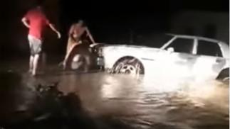 Starke Regenfälle in Tachira, Venezuela verursachen Überschwemmungen und Überflutungen von Flüssen