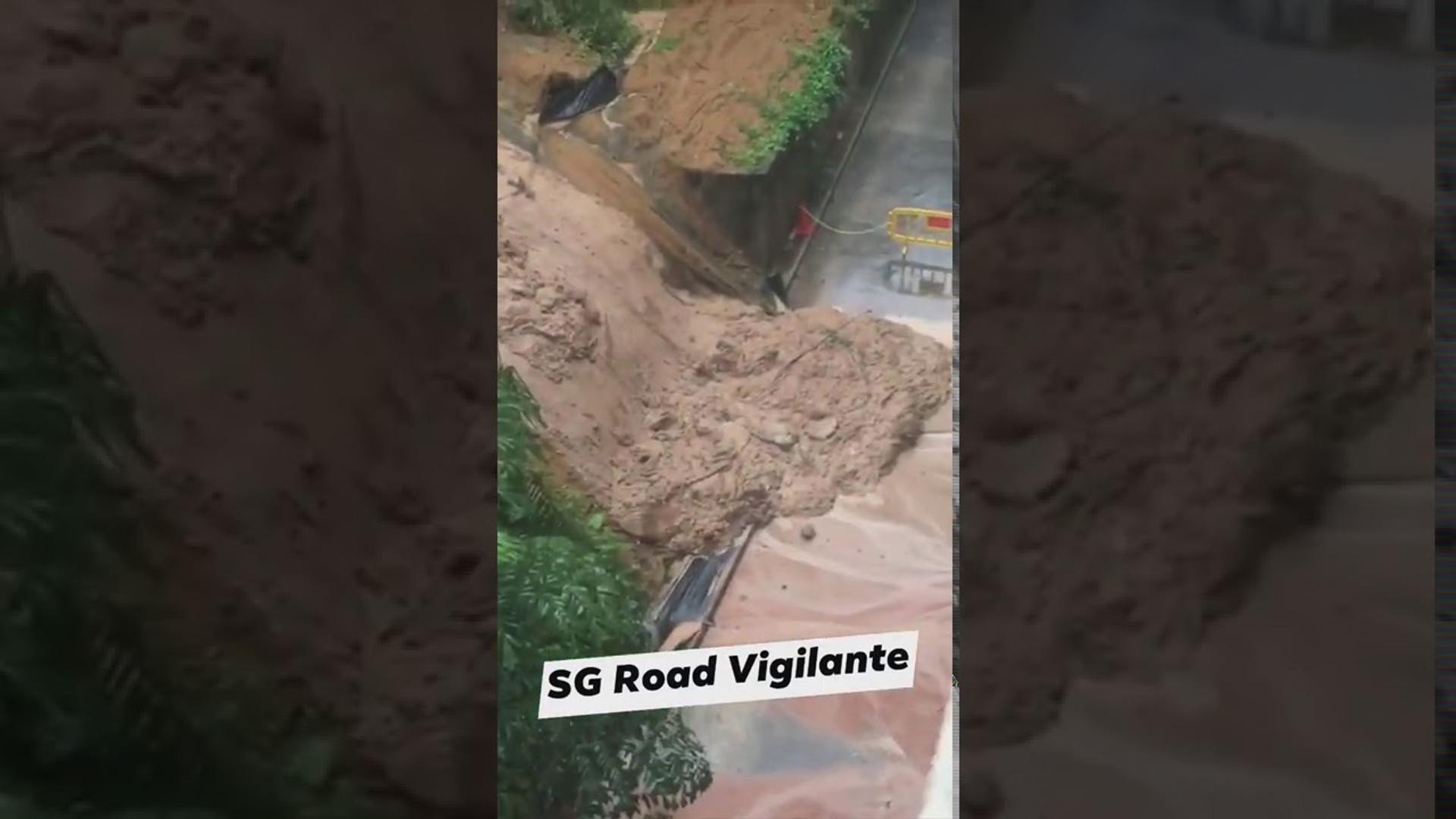Erdrutsch vom York Hill zur hinteren Nebenstraße des Furama Hotels aufgrund von ununterbrochenem Regens