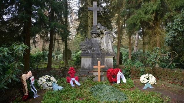 Die letzte Ruhestätte für Jan Fedder auf dem Friedhof Ohlsdorf in Hamburg.