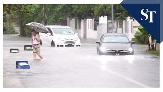 Überschwemmungen lassen Fahrzeuge am Gambir Walk festsitzen