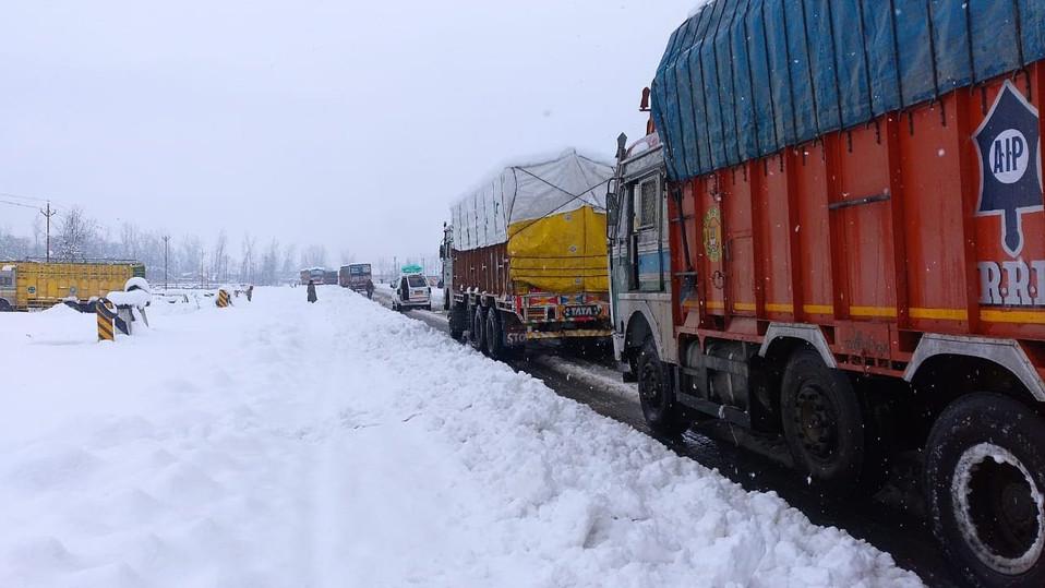 Jammu-Srinagar National Highway geschlossen