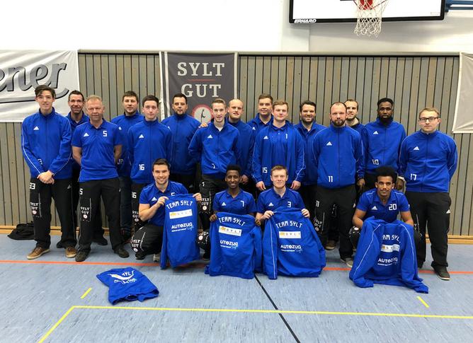 Team Sylt Herren mit neuen Präsentations-Anzügen und Polos ausgestattet.