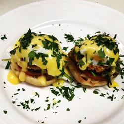 Crab Cake Eggs Benedict!!! 🔥🔥🔥 #eggs #crabcakes #homemade #gastonsorlandpark #gastonsbistro #food