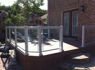 GR15 - Backyard Deck Glass Railing