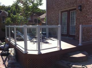 GR15 - Backyard Deck Glass Railing