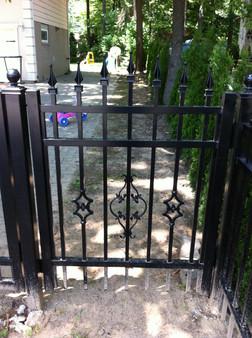 G3 - Garden Picket Gate