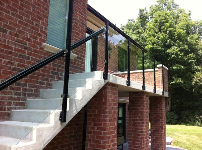 GR8 - Patio glass railing