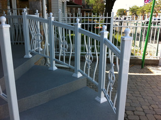 PR24 - Curved White Railing Porch