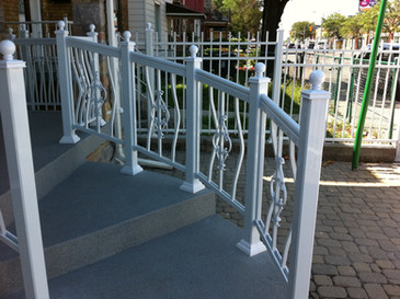 PR24 - Curved White Railing Porch