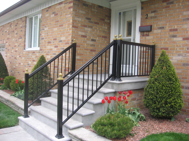 PR4 - Black and Gold railing