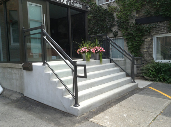 GR7 - Business front Glass Railing