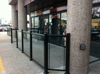 GR9 - Restaurant patio glass railing