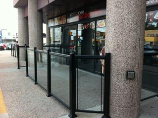 GR9 - Restaurant patio glass railing