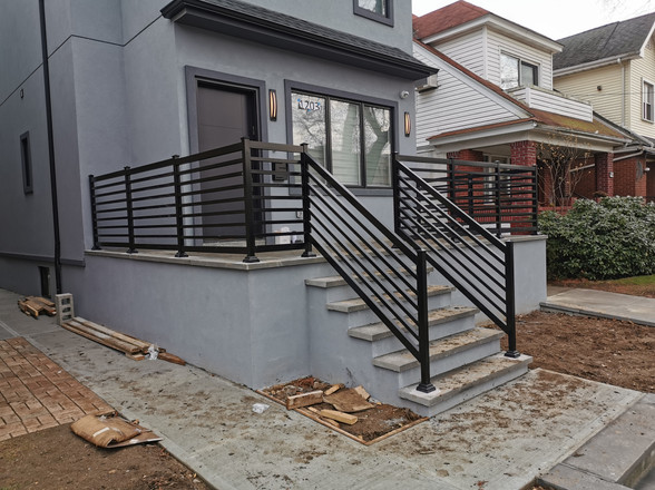 PR16 - Front Porch Horizontal Railing