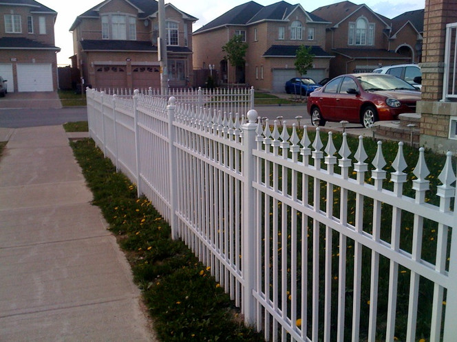 PF7 - White Front Yard Fence