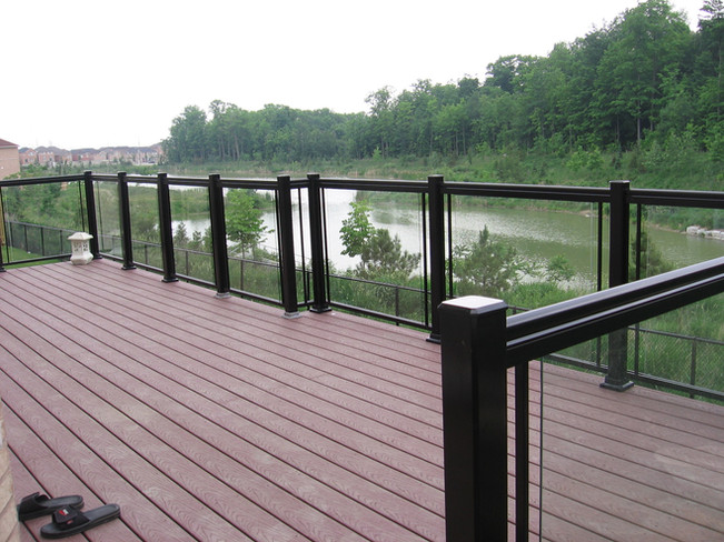 GR1 - River side deck railing