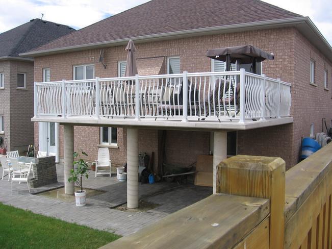 PR10 - Backyard White Railing
