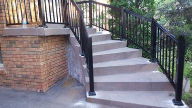 PR17 - Front Porch Railing