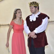 Kateřina (Anita Bonková) a král Vilém (Marek Cimirot)