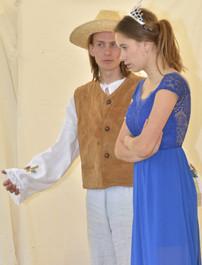 Zahradník Štěpán (David Karban) a princezna Amélie (Anita Bonková)
