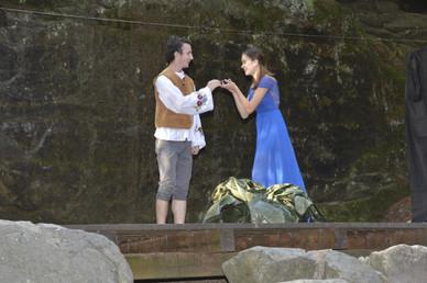 Zahradník Štěpán (Jaroslav Chaloupka) a princezna Amélie (Anita Bonková)