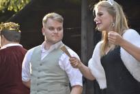 Sluha Jakub (Milan Galandák) a princezna Viktorie (Pavla Bišická)