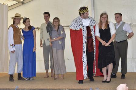 Zahradník Štěpán (David Karban), princezna Amélie (Anita Bonková), únosci (David Dobeš a Katka Šťastná), král Vilém (Marek Cimirot), princezna Viktorie (Pája Bišická) a Jakub (Milan Galandák)