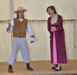 Zahradník Štěpán (David Karban) a dvorní dáma (Aneta Cimirotová)