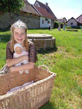 Královna (Pája Bišická) a malý Růženín
