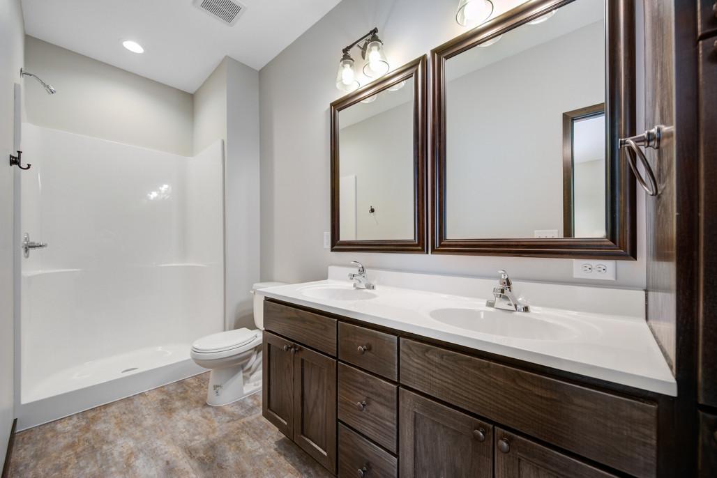 29 Main bathroom.jpg