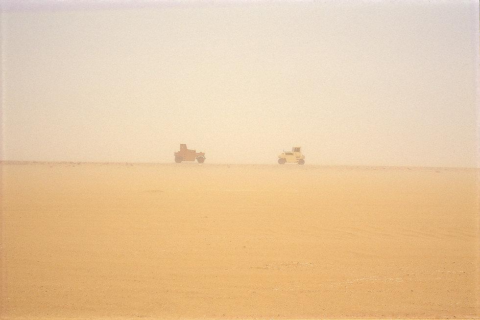 zwei maschinen im sandsturm.jpg
