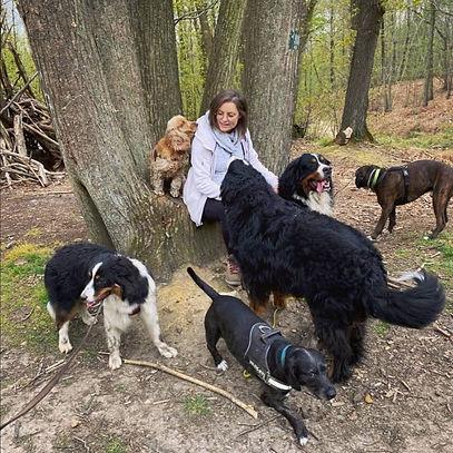 SIlvia et les chiens.jpg