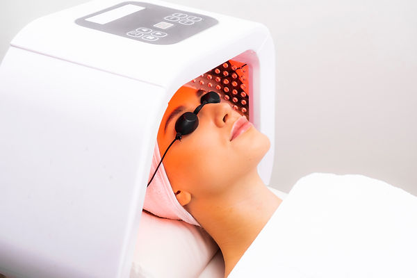 Express facial treatment with led therap