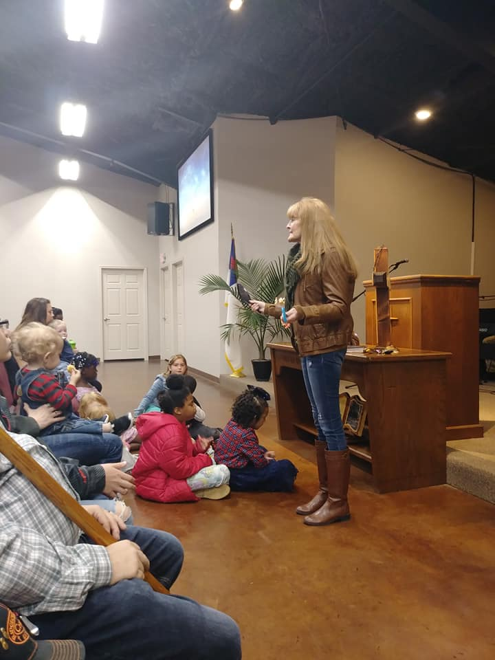 childrens church1.jpg
