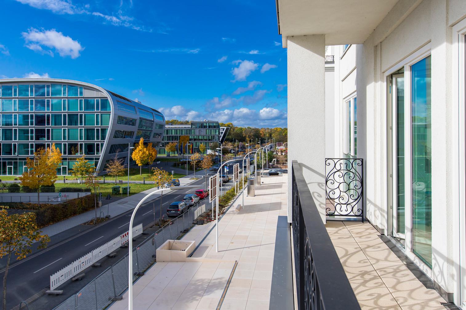 Ein Blick vom Balkon auf den Boulevard Rhein-Palais