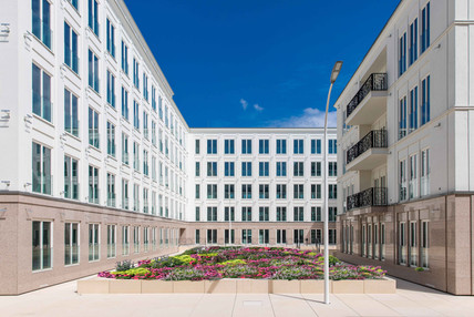 """Blick vom Boulevard """"Ville de Bonn"""" auf die französische Gartenanlage und die Sonnenterrasse"""