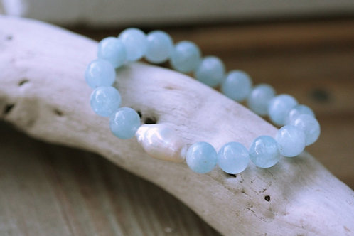 8mm Aquamarine and Pearl Stretch Bracelet, Boho Luxe Chic, Lustrous Baroque Pear