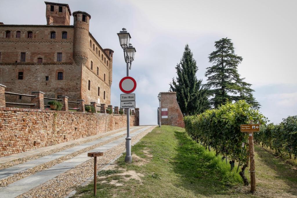 Castello di Grinzane Punto Dimostrat